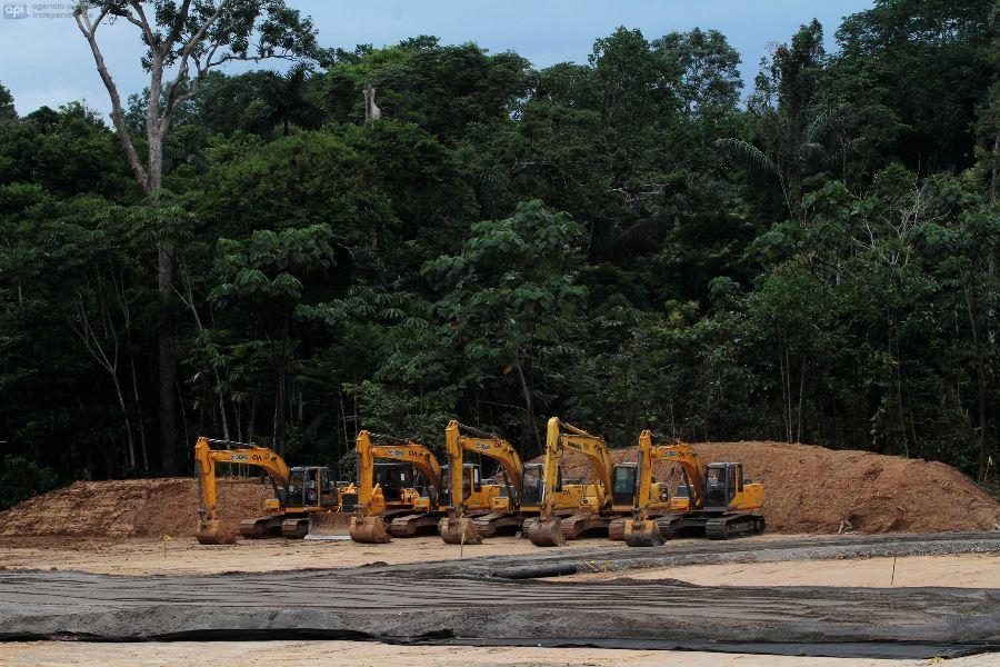 SANTIAGO DE ORELLANA - AGURICO 06 DE NOVIEMBRE 2014. Los bloques de explotacion  del parque Yasuni ya tienen maquinaria trabajando en el bloque 31. FOTOS API / JUAN CEVALLOS