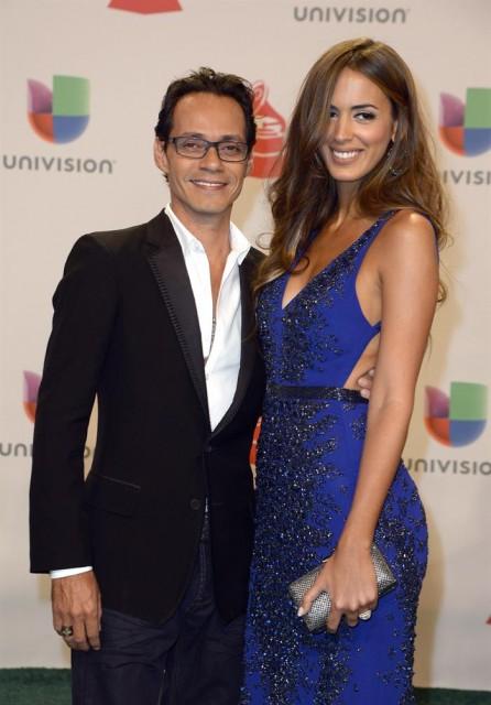 El artista Marc Anthony (i) y su esposa, Shannon de Lima, posan a su llegada a la decimoquinta edición de los Grammy Latino. EFE/MIKE NELSON