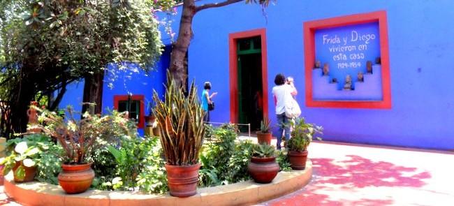 La Casa Azul donde vivió Frida Kahlo, ubicada en uno de los barrios más bellos y antiguos de Coyoacán -México