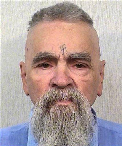 El multiasesino Charles Manson, hoy de 80 años, en foto que facilitó el Departamento de Correcciones de California, el 8 de octubre de 2014. Las autoridades extendieron una licencia de matrimonio a Manson para que se case con una mujer de 26 años, Afton Elaine Burton. (AP Fotos/Departamento de Correcciones de California)