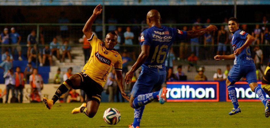 Guayaquil 19 de Noviembre del 2014. Barcelona vs Emelec. Marcos Pin / API