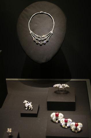 Joyas de la casa Cartier que pertenecieron a la princesa Grace de Mónaco. (Foto AP/David Zalubowski)
