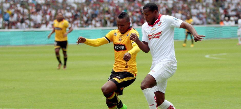QUITO 23 DE NOVIEMBRE DE 2014, En el estadio Casa Blanca Liga de Quito recibe al Barcelona SC/JAVIER CAZAR