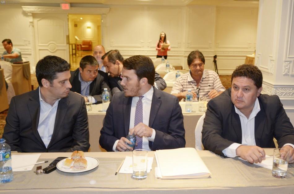 Luis Noboa con dirigentes del Barcelona