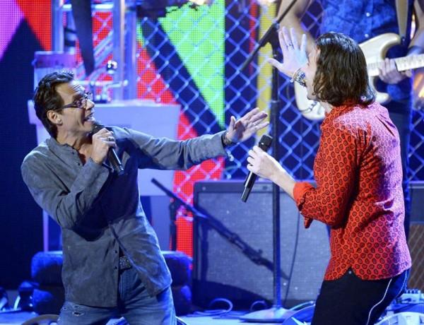 El cantante estadounidense Marc Anthony (izda) y el cantante canadiense Nasri (dcha) de la banda Magic, actúan en la gala de Los Grammy Latino en Las Vegas (Estados Unidos) ayer, jueves 20 de noviembre de 2014. EFE/Paul Buck