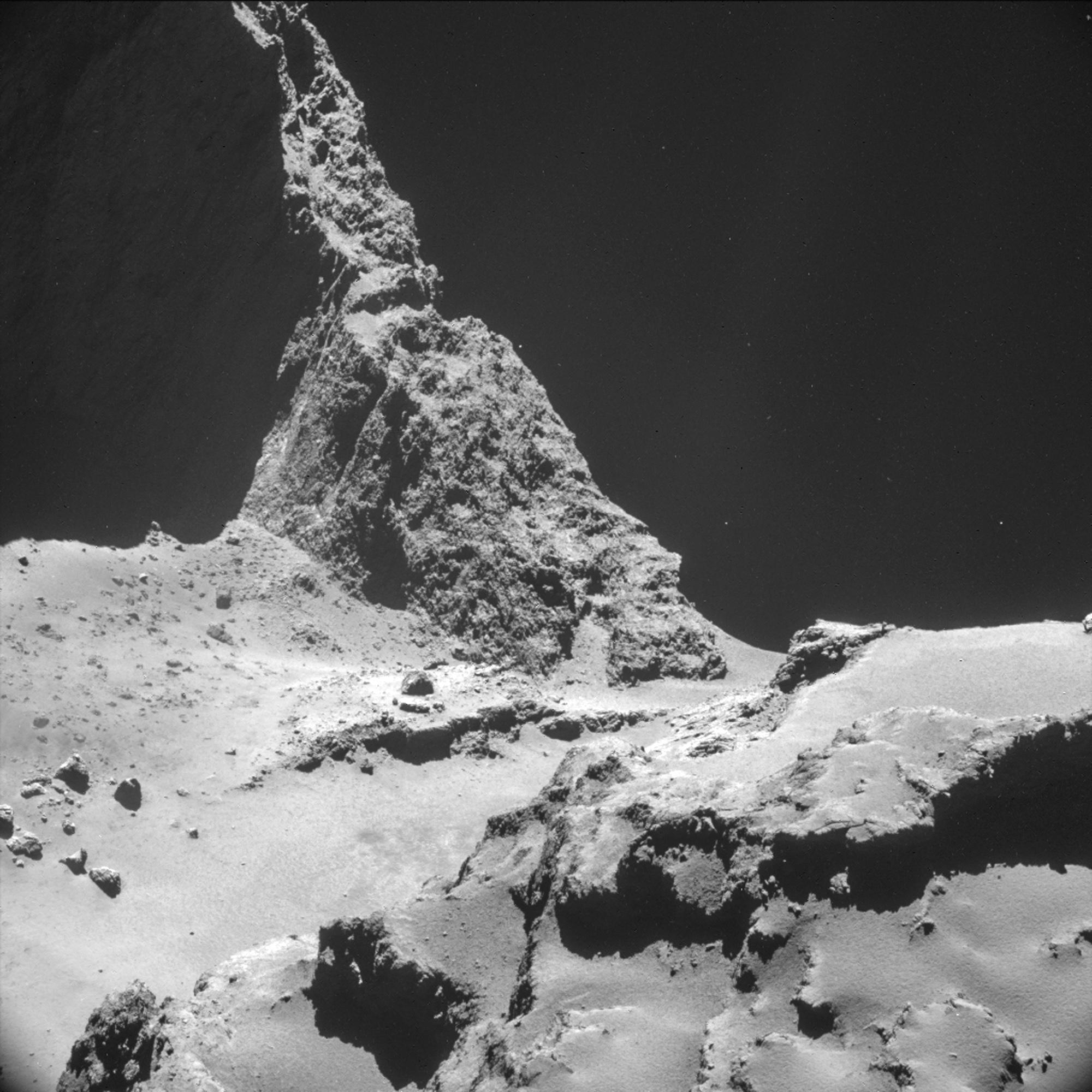 En esta imagen tomada por la nave Rosetta y cedida por la Agencia Espacial Europea (ESA) se observa una parte del cometa 67P/Churyumov–Gerasimenko. La imagen se tomó a una distancia de 9,7 kilómetros del centro del cometa el 28 de octubre de 2014. El 12 de noviembre la sonda Philae aterrizó en el cometa. (AP Foto/ESA)