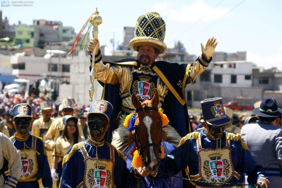 El rey moro, en la celebrac ión de la Mama Negra, en Latacunga, el 8 de noviembre de 2014. API/Carlos Campaña