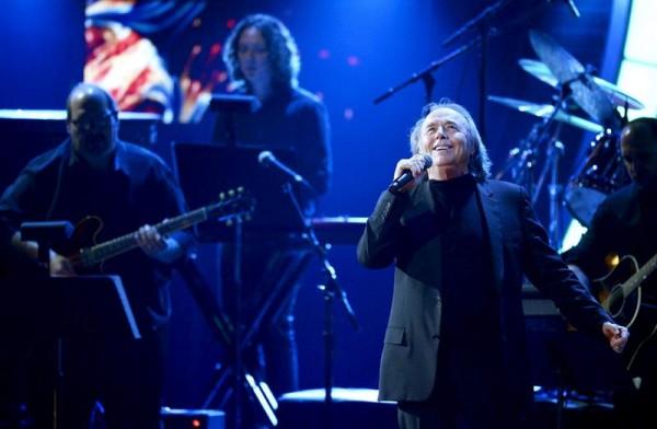 El cantautor español Joan Manuel Serrat actúa en la gala de Los Grammy Latino en Las Vegas (Estados Unidos) ayer, jueves 20 de noviembre de 2014. EFE/Paul Buck
