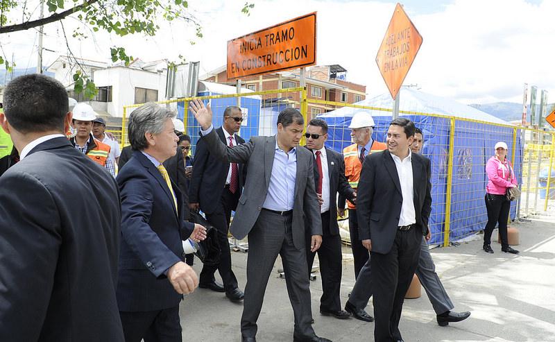 Cuenca, 03 de Noviembre 2014.- El Presidente de la República, Rafael Correa Delgado, visitó una parte de las instalaciones donde actualmente se contruye el Tranvía en la ciudad cuencana. Foto: Mauricio Muñoz /Presidencia de la República