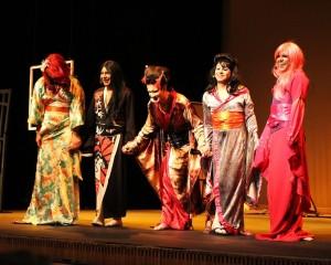 """""""Desmemorias de un Geisha"""", obra del Drag Queen Pablo Gallegos. Foto de Dario López."""