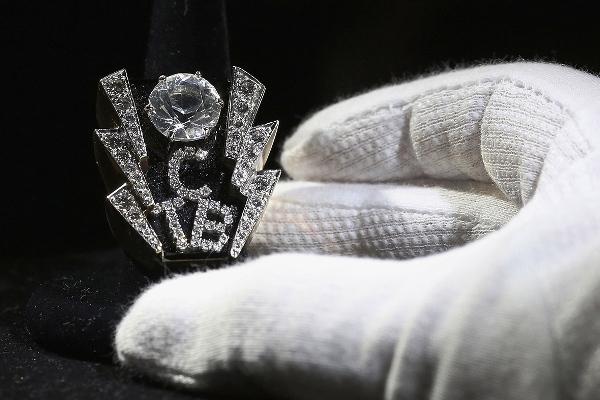 Elvis anillo