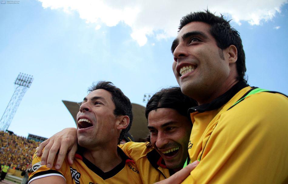 Jugadores de Barcelona celebran su clasificación a la final, el 14 de diciembrea de 2014, en el Estadio Atahualpa. API/Javier Cazar