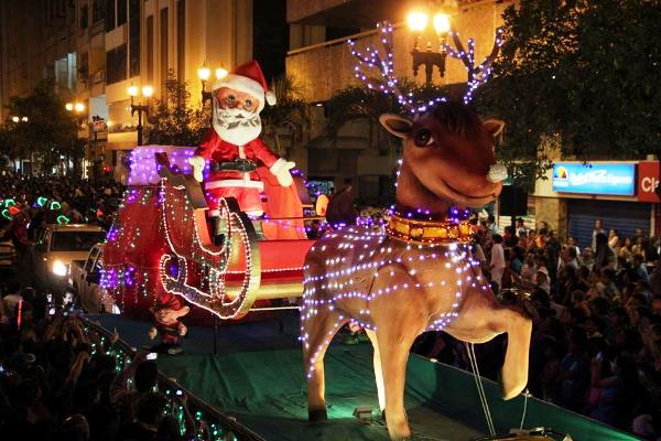 desfile navideño santa claus