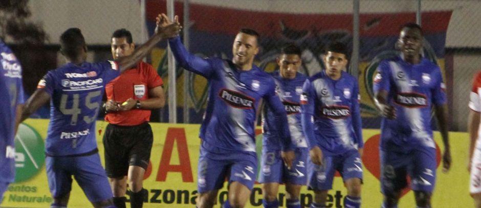 Loja 03 de Diciembre de 2014, En el estadio Reina de Cisne Liga de Loja recibe al Emelec FOTO API / JOSE EDUARDO MENDIETA