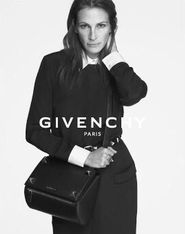 Julia Roberts posando para Givenchy. Foto tomada del Instagram de Riccardo Tisci.