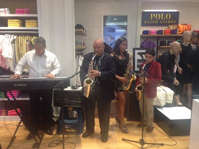 El saxofonista Lucho Silva con su banda. Foto: Gabriela Icaza/LaRepública