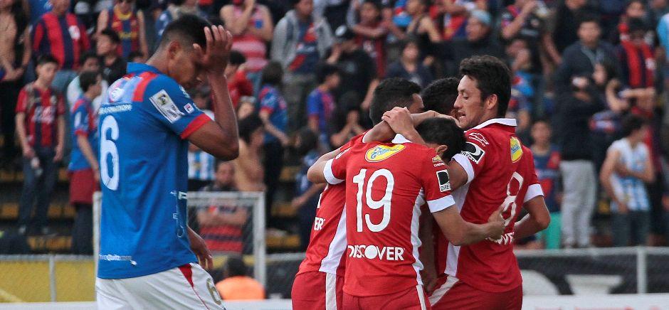 QUITO 07 DE DICIEMBRE DEL 2014. Deportivo Quito vs Liga de Quito. En la foto liga celebra el gol de Luis Congo. FOTO API / JUAN CEVALLOS.