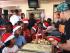 """""""Aquí en la fiesta de Navidad de mi fundación #DaddysHouse en RD. Llevamos 5 años alimentando a la niños del barrio Tamarindo para la gloria y la honra de Jesús. Este proyecto alimenta el alma, Gracias Señor!"""". Foto: Instagram de Daddy Yankee"""