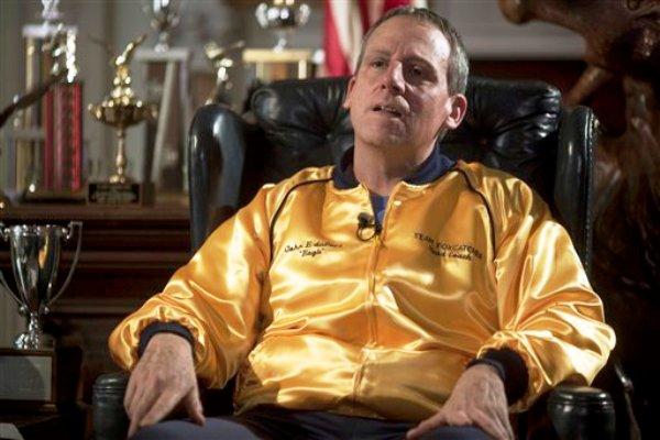 """En esta imagen difundida por Sony Pictures Classics, Steve Carell en una escena de """"Foxcatcher"""", basada en un libro homónimo sobre John du Pont, un millonario condenado por la muerte del campeón olímpico de lucha libre Dave Schultz. (AP Foto/Sony Pictures Classics, Scott Garfield)"""