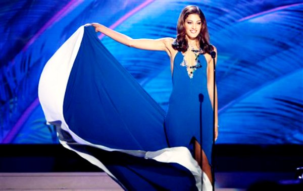 Miss Israel, Doron Matalon, posa para los jueces del Miss Universo durante la competencia preliminar de trajes típicos, el miércoles 21 de enero del 2015 en Miami. (AP Foto/J Pat Carter)