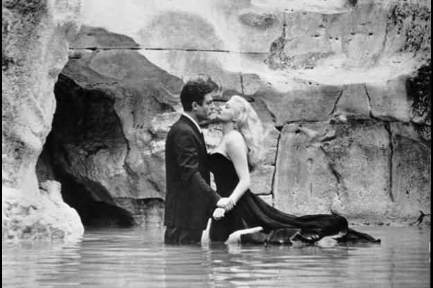 """Marcello Mastroiani y Anita Ekberg, en """"La Dolce Vita"""", de Federico Fellini."""