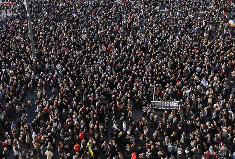 Miles marchan en Marsella, Francia, contra los asesinatos de los periodistas de Charlie Hebdo. EFE/EPA/SEBASTIEN NOGIER
