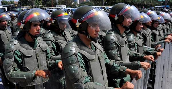 La fuerrza pública ha tomado los alrededores de la Plaza Venezuela, en Caracas, ante una marcha de la oposición, el 24 de enero de 2016. Foto de El Impulso, publicada en twitter.
