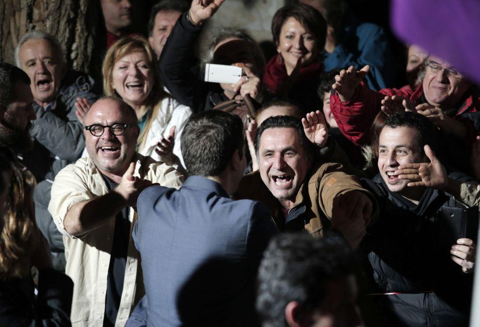Alexis Tsipras, celebrando el triunfo electoral de Syriza, el 25 de enero de 2015. AP