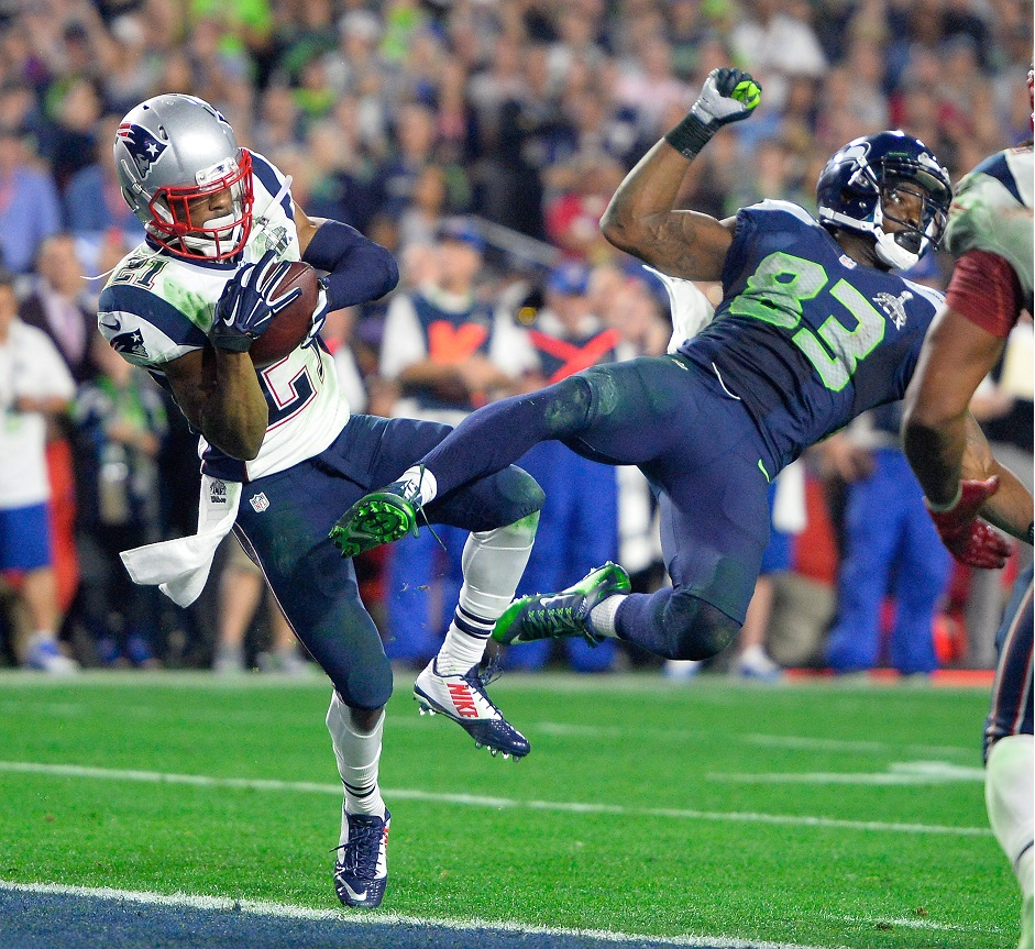 New England Patriots strong safety Malcolm Butler (L) makes an interception as he collides with Seattle Seahawks wide receiver Ricardo Lockette (R) during the final seconds of Super Bowl XLIX between the New England Patriots and the Seattle Seahawks at the University of Phoenix Stadium in Glendale, Arizona, USA 01 February 2015. (Estados Unidos, Fénix) EFE/EPA/LARRY W. SMITH.