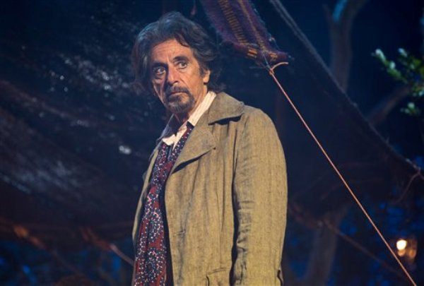 """Al Pacino como Simon Axler en la película """"The Humbling"""" en una fotografía proporcionada por Alchemy. La película dirigida por Barry Levinson usó el teatro St. George Theatre del distrito de Staten Island de Nueva York como locación. (Foto AP/Alchemy, Christie Mullen)"""