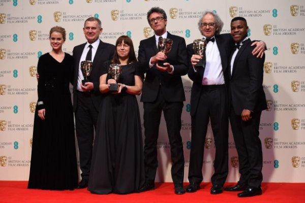"""Elenco de """"Ida"""", de Pawel Pawlikowski, recibe el Bafta a mejor película de habla no inglesa."""