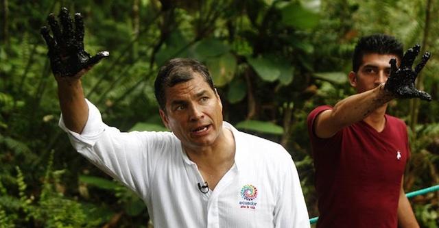 El Presidente Rafael Correa, en el pozo Aguarico 4, en septiembre de 2013. Foto de la Presidencia de la República.