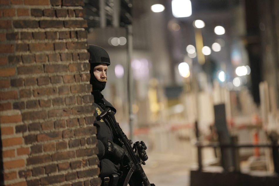 Miembro de las Fuerzas Especiales de Dinamarca patrulla el centro de Conpenhague, el 15 de febrero de 2015. EFE / EPA / MARTIN Sylvest