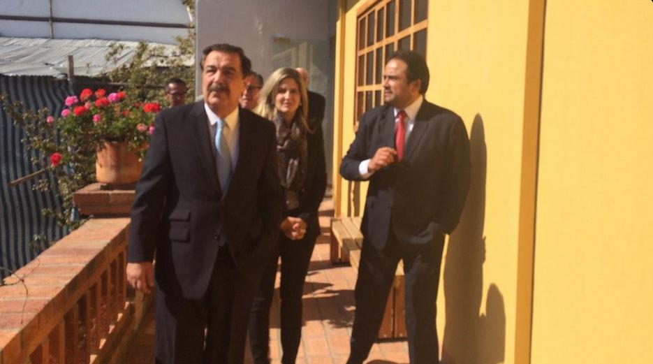 El alcalde de Guayaquil, Jaime Nebot, y la vicealcaldesa Goménica Tabacchi, en Cuenca, con el Prefecto de Azuay, Paul Carrasco, el 23 de febrero de 2015. Foto tuiteada por Paul Carrasco.