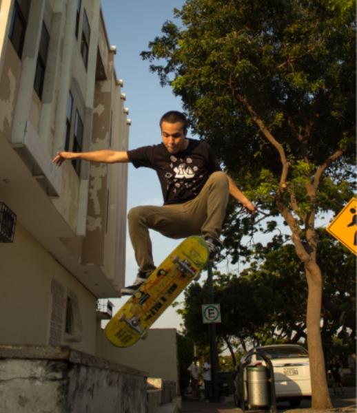 Roberto Zevallos, uno de los crew ERA, no solo se dedican al skate, quieren revivir el arte visual en Guayaquil.