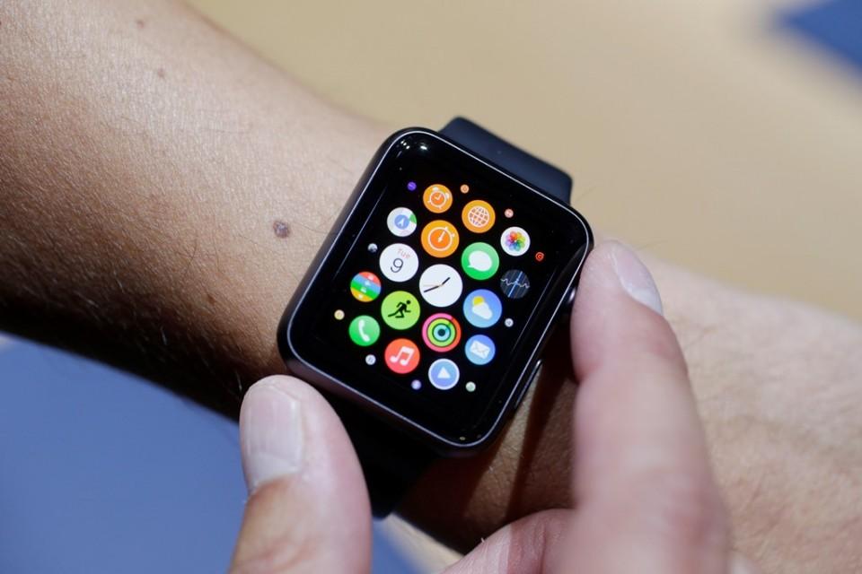 El nuevo Apple Watch durante una actividad con los medios de comunicación en Cupertino, Califiornia.  (Foto AP/Marcio José Sánchez, Archivo)