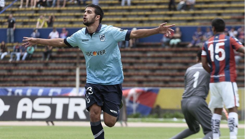 Universidad Católica  ganó 2 por 1 al Deportivo Quito en el estadio Atahualpa. En la foto Diego Benítez, autor del primer gol de Católica. Foto API.