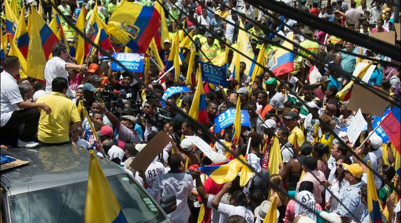 El excandidato presidencial Guillermo Lasso, en Esmeraldas, el 23 de marzo de 2015. Foto LaRepública.