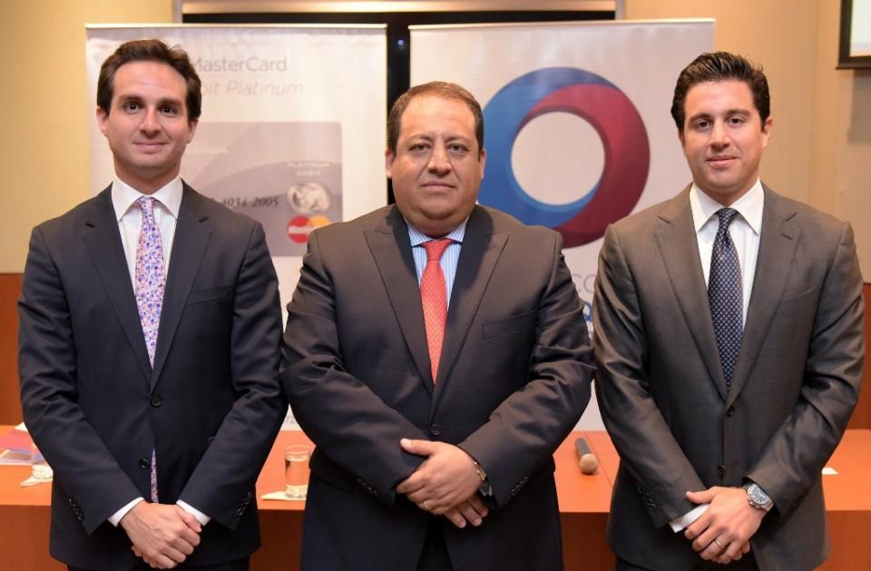 En la foto: Fernando Coronel, Gerente Nacional Tarjetas de Crédito Banco Guayaquil; Boris Cornejo, Gerente General de MasterCard  Ecuador; y Guillermo Enrique Lasso Alcívar, Vicepresidente Gerente General de Banco Guayaquil