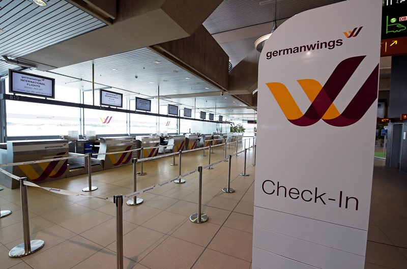 En esta imagen de archivo, tomada el 16 de octubre de 2014, mostradores de facturación de la aerolínea alemana de bajo coste Germanwings en el aeropuerto de Colonia, Alemania. (Foto AP/Martin Meissner, archivo)