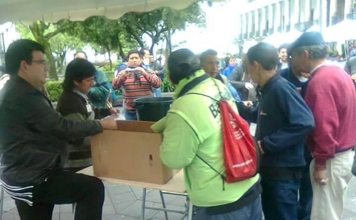 """Foto difundida el 19 de marzo de 2015, en los alrededores de la Plaza Grande en Quito, por la página de Facebook """"Ecuador unido por la Libertad""""."""
