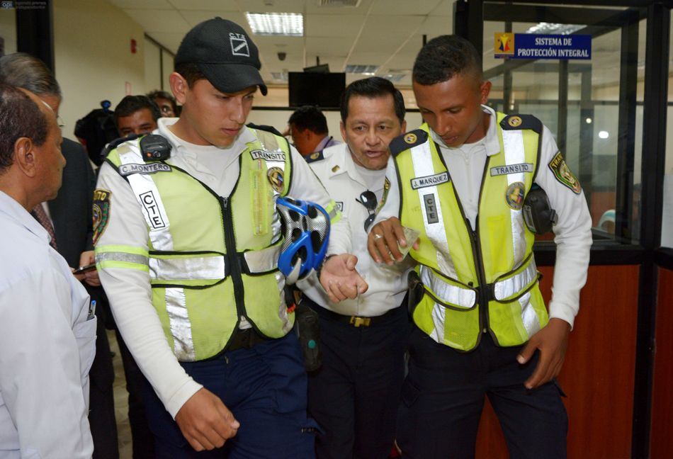 Guayaquil 18 de Marzo del 2015. El agente de tránsito J Márquez, quien fue agredido por un grupo de policías metropolitanos presentó la denuncia respectiva en la fiscalía de la Merced. Fotos: Marcos Pin / API