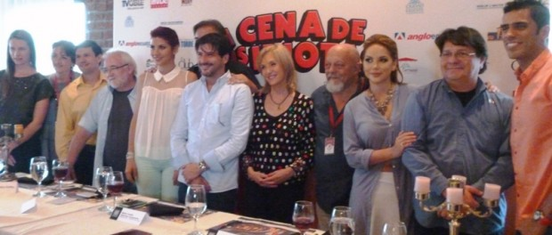 """Directivos del Teatro y elenco de """"La cena de los idiotas"""". Foto: LaRepúbica.ec"""