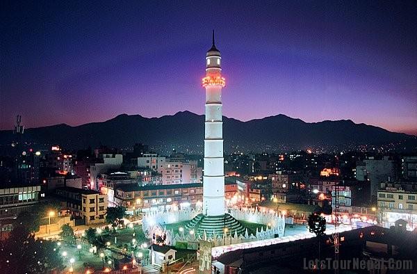 La Torre de Dharahara, en el centro de Katmandú, antes del terremoto.