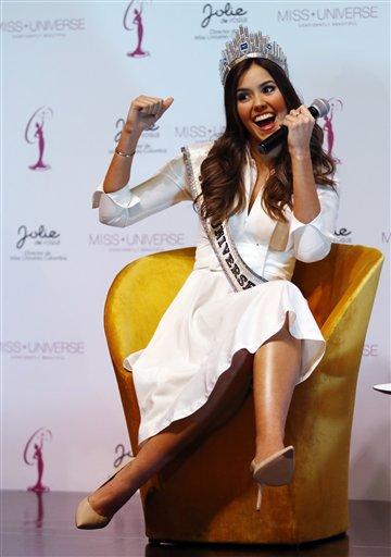 Miss Universo Paulina Vega, de Colombia, durante una conferencia de prensa en Bogotá, Colombia, el lunes 27 de abril de 2015. Vega está en su primera visita oficial en Colombia como Miss Universo desde que fue elegida ganadora en enero. (Foto AP /Fernando Vergara)