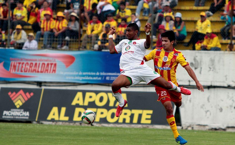 Aucas enfrenta a Mushuc Runa, en el Estadio Gonzalo Pozo, en Chillogallo, el 5 de abril de 2015. API/Javier Cazar