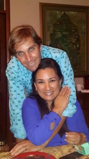 La periodista Tania Tinoco y su marido Bruce Hardeman.