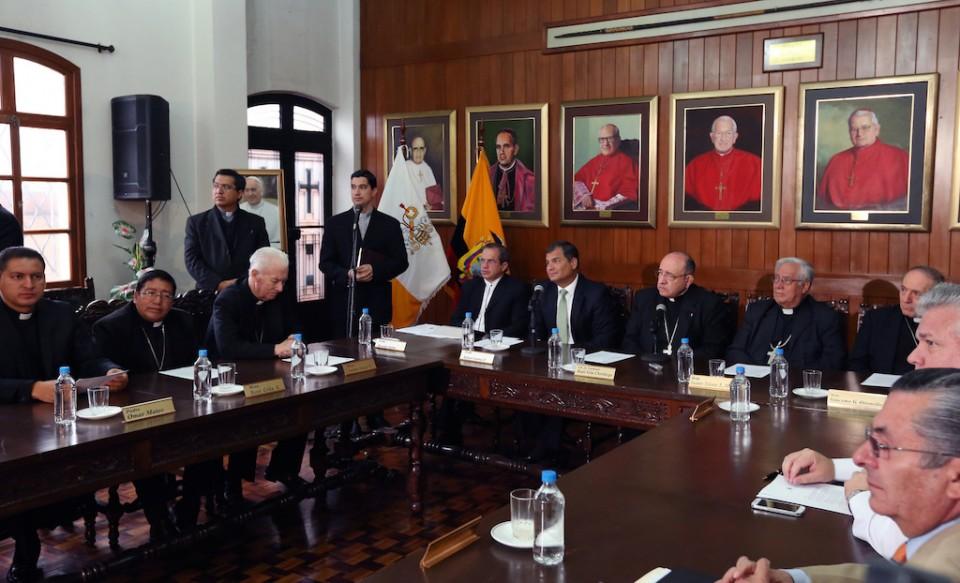 El presidente Rafael Correa, junto a la Conferencia Episcopal Ecuatoriana, confirmaron que el Papa Francisco visitará Ecuador manteniendo una agenda de actividades en las ciudades de Quito y Guayaquil. Foto: Eduardo Santillán / Presidencia de la República