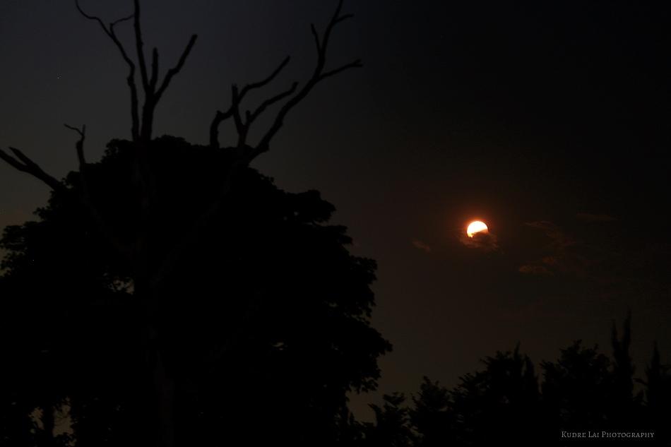 El eclipse total de luna del 4 de abril de 2015, visto desde la China y publicado en flickr por 小王子星球的月蝕
