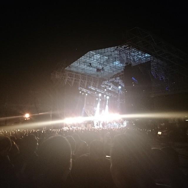 Foto del escenario donde se presentará la banda Kiss, en el Parque Bicentenario, en Quito. La imagen ha sido subida a Flickr por Franklin Fernando Párraga a las 20h34 del domingo 12 de abril de 2015.